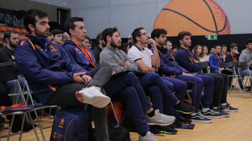 The training days for coaches of the Basketball Chair start with Jesús Ramírez as the protagonist